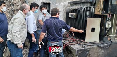 Controlan incendio tras explosión de un transformador en estación de servicio