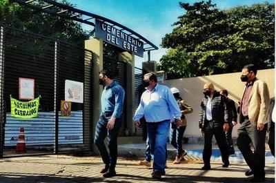 Tras 20 años de abandono, Nenecho Rodríguez inaugura mejoras en Cementerio del Este, en Asunción