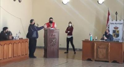 Ciudadanos presentan quejas contra «vacunada» que aprobó junta municipal