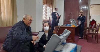 La Nación / TEP revisa los últimos detalles y verifica chip de boletines de voto