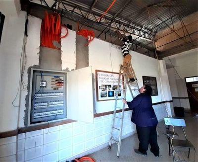 Renuevan cableado eléctrico en la planta alta del bloque I de la FAFI-UNE