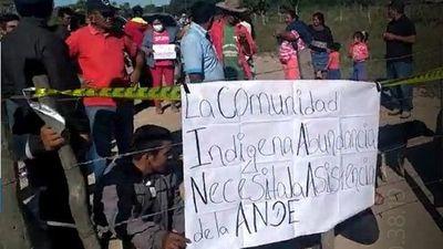 Comunidad indígena cierra camino reclamando agua potable
