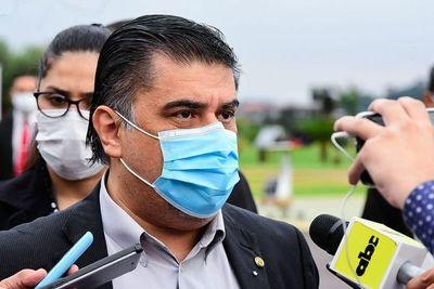 Ministro de Salud no precisa cuánto dinero necesita para enfrentar crisis