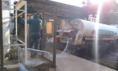 Vuelca camión que llevaba oxígeno: 10 toneladas del producto se pierden