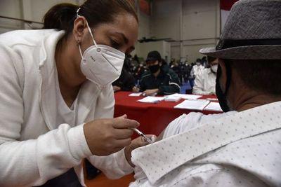 Personas de 18 a 49 años y con enfermedades de base se vacunarían recién desde julio