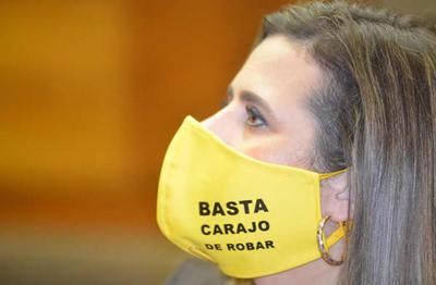 Kattya González afirmó que ya no debe ser discutible el control a las binacionales