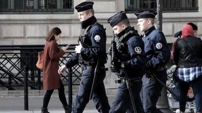 Francia pone fin al uso obligatorio del barbijo al aire libre y el domingo levanta el toque de queda