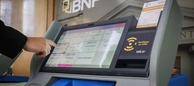 Diferencias claves entre las máquinas de votación y las urnas electrónicas