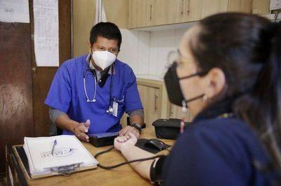 Soxchi Eliseo Benítez: El primer médico indígena del Paraguay que trabaja en la Defensa Pública