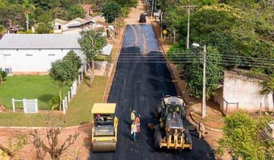 Caazapá: Avanza la construcción de asfalto en la zona de Boquerón
