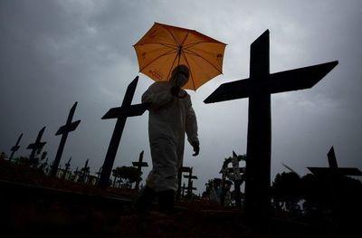 Brasil suma casi 3.000 muertes por covid y total pasa de los 493.000 víctimas