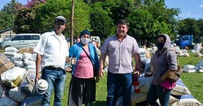 La Nación / Reparten plata de ayuda social para proselitismo en Caaguazú