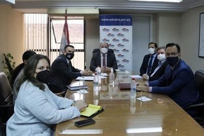 Aduanas destaca donación de equipos y aseguran que herramientas potenciarán institución