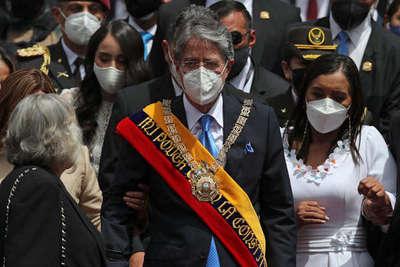 Presidente de Ecuador notifica viaje a EE.UU para cirugía