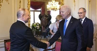"""La Nación / Putin y Biden celebraron cumbre calificada de """"buena"""" y """"positiva"""""""