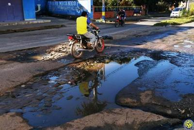 A días de las elecciones, calles luqueñas están intransitables •