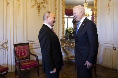"""Biden ve """"perspectivas genuinas"""" de mejorar lazos con Rusia, tras encuentro con Putin"""