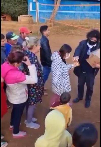 Denuncian a Kelembú por regalar bebidas alcohólicas a menores