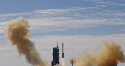 La Nación / China lanzó con éxito una misión tripulada a su estación espacial