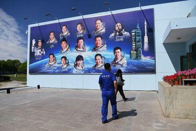 Tripulación llega con éxito a la primera estación espacial de China