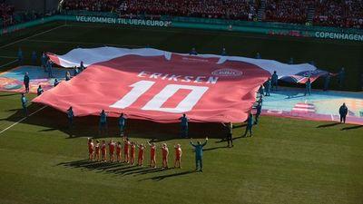 Jugadores e hinchadas se unen en sentido homenaje a Eriksen