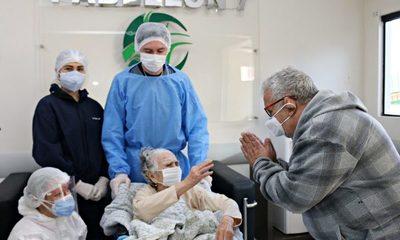 Doña Felina con 104 años supera al COVID y su familia dice que la vacuna fue trascendental