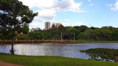 Ciudad del Este tiene una enorme riqueza faunística mediante el Lago de la República: hay 83 especies de animales