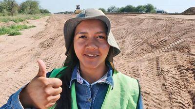 Verónica, la primera mujer capataz en obras de rutas del país