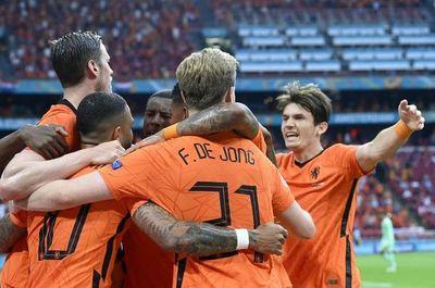 Países Bajos domina a Austria y pasa a octavos