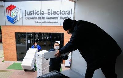 Máquinas de votación y maletines electorales a distritos de Central y preparan kits para Capital