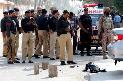 ¡Insólito! Policías arrestan a trabajadores por no darles «hamburguesas gratis»