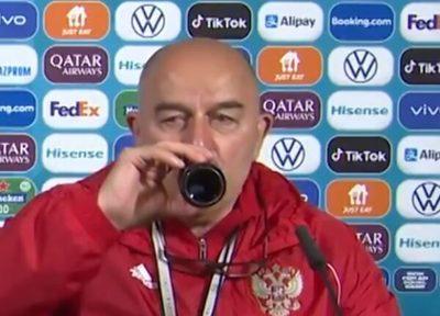 El técnico de Rusia hizo lo contrario a Cristiano y ahora es viral
