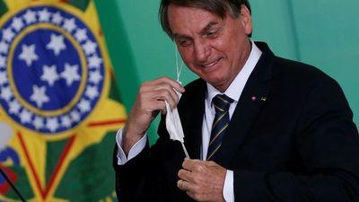 Bolsonaro critica la gestión de Fernández y elogia a Lacalle Pou