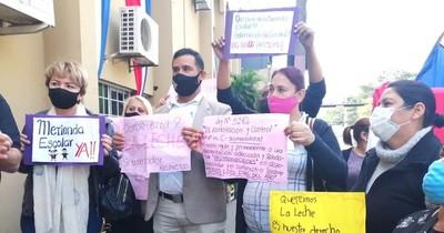 La Nación / Adherentes de González reparten kits en campaña