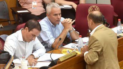 Rasmussen reclama cajoneo de tres pedidos de expulsión