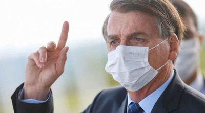 Bolsonaro dice que usar mascarilla dentro del auto puede causar accidentes