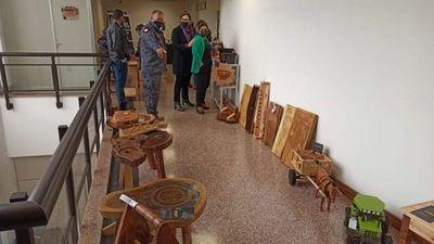 Internos exponen artesanía en el Palacio de Justicia de Pedro Juan Caballero