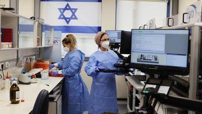 Israel anuncia la entrega de más de un millón de vacunas a Palestina