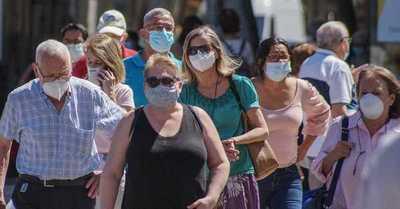 España se suma a Francia y eliminará el uso obligatorio de mascarillas al aire libre