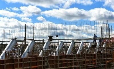 Puente de la Integración: instalan tubos de montaje para los tensores