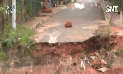 San Antonio: Barrio Mbocayaty quedó sin puente