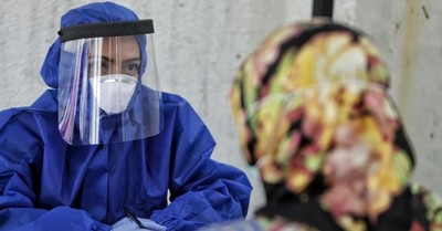 Más de 350 funcionarios de la salud que ya estaban vacunados se contagian de Covid-19 en Indonesia