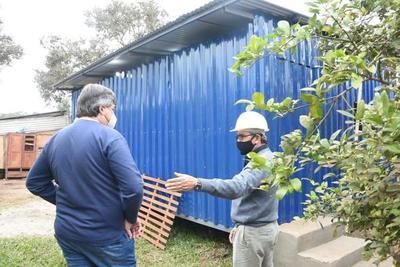 Familia vulnerable recibió su nueva casa construida por la UPE en Franco
