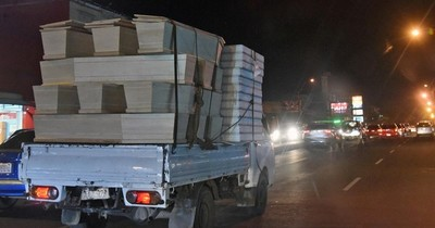 La Nación / Alta demanda: carpinteros fabrican gran cantidad de ataúdes por muertes COVID-19