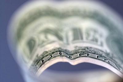 El peso mexicano se deprecia 3,57 % en la semana y llega a niveles de marzo