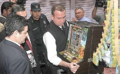 Personal contra Delitos Económicos incautó 20 tragamonedas zona de 4 Mojones y Tacumbú