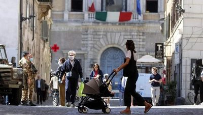 Italia se prepara para abandonar el toque de queda nocturno