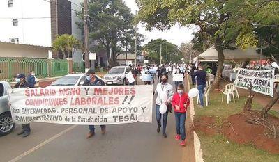 Trabajadores de la Fundación Tesãi marcharon en reclamo de reivindicación laboral