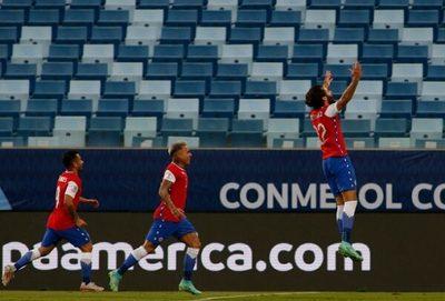 Chile supera a Bolivia y escala en el grupo de Paraguay