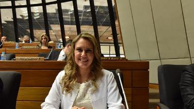 Diputada cuestiona nuevos contratos en EBY en  pandemia